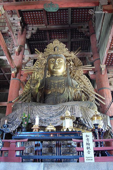 東大寺大仏殿の大仏さまの脇侍 如意輪観音菩薩坐像(向かって大仏さまの右)