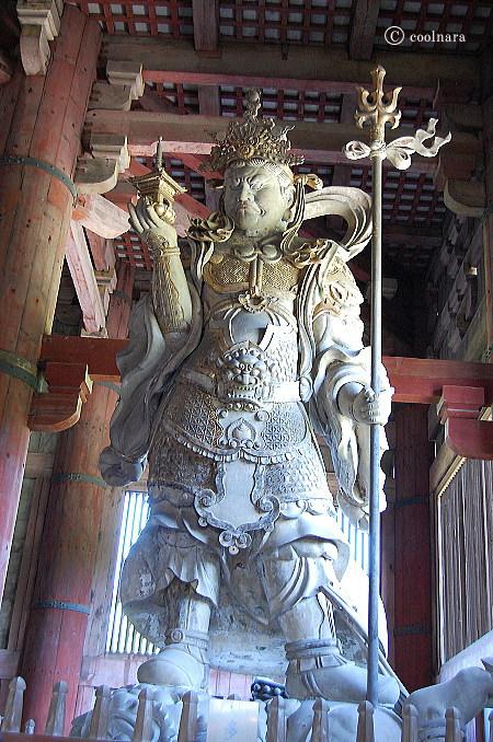 東大寺大仏殿 多聞天立像(北東の隅)
